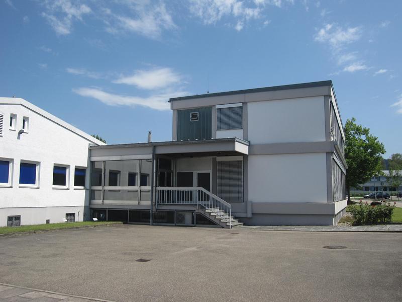 Produktionshalle mit Bürogebäude