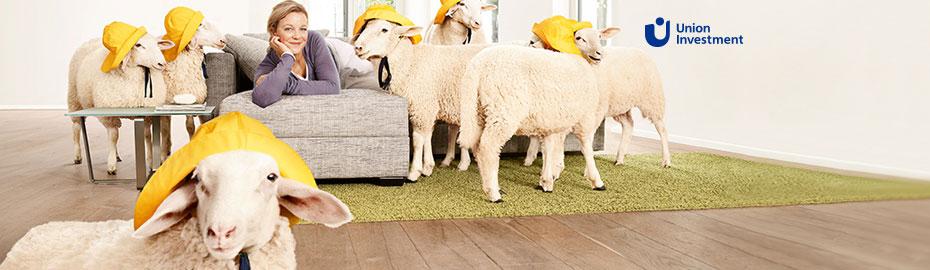 Frau und Schafe