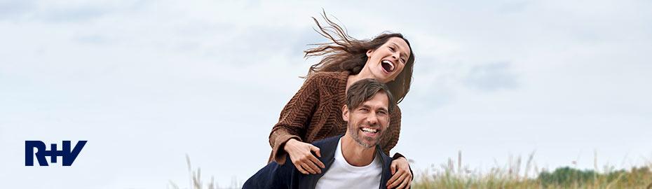 Mann und Frau in Hängematte